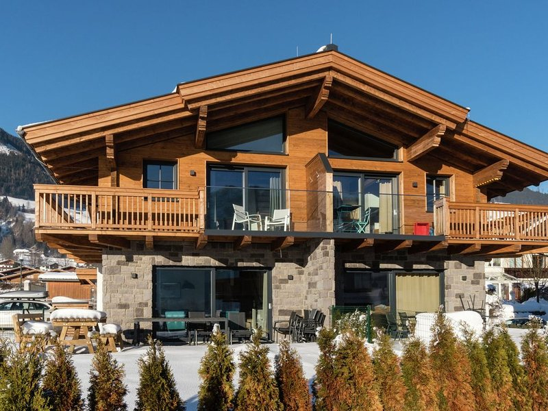 High-quality chalet close to Kaprun with its own spa, casa vacanza a Piesendorf