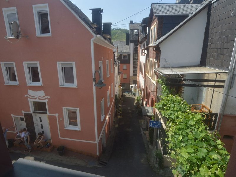 Lovely modern apartment, walking distance from the Mosel, shops and restaurants, vacation rental in Sohren