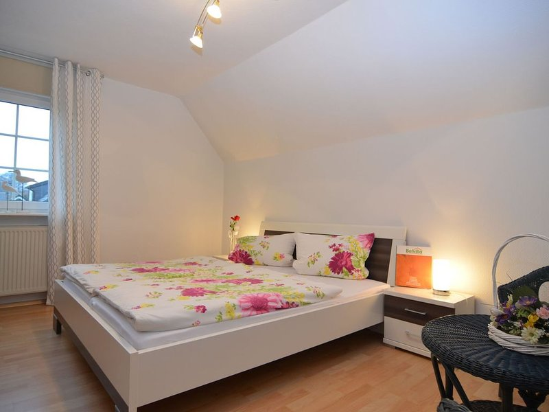 Charming holiday flat in the Sauerland with an in house restaurant and beer gar, vacation rental in Meschede