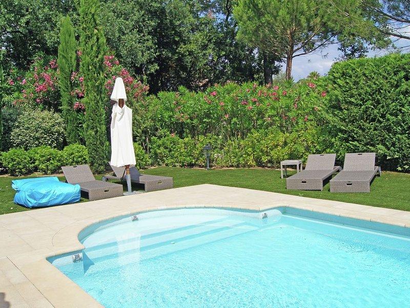 Plushy Villa in Saint Tropez with Pool and 2 Pvt. Terraces, location de vacances à Saint-Tropez