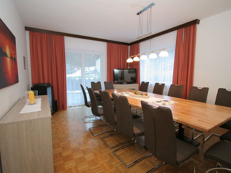 Luxurious, detached chalet with sauna and its own bar in sunny Zell am See!, holiday rental in Zell am See