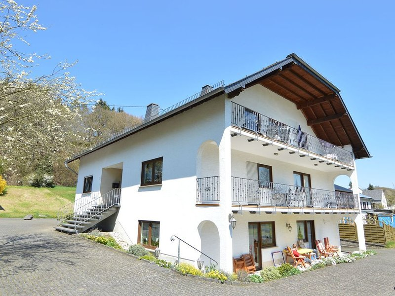 Sun-Kissed Apartment in Lirstal with Garden, location de vacances à Kottenheim