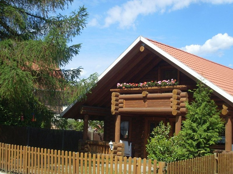 Splendid detached wooden block houses in gorgeous environment, vacation rental in Hayn