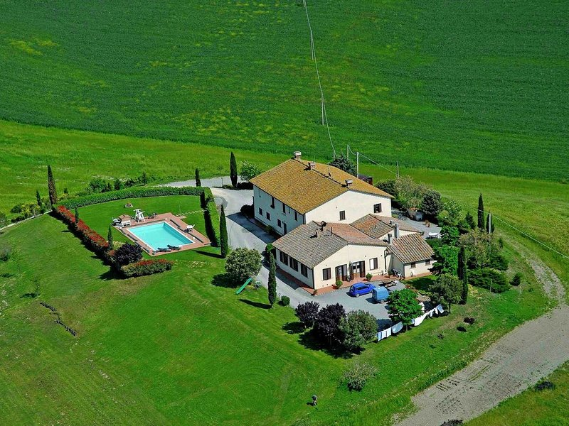 Authentic farmhouse in the Val D'Orcia with pool and stunning views, aluguéis de temporada em Pienza