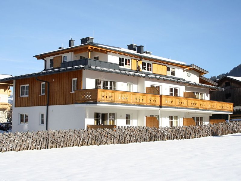 Newly built holiday home near the ski lift in Kaprun, location de vacances à Kaprun