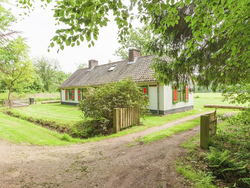 Cozy Holiday Home near Forest in Baarn, vacation rental in Spakenburg
