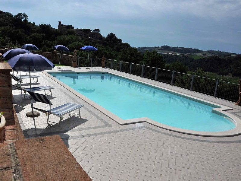 Lavish Mansion with Pool & BBQ, vacation rental in Canalicchio