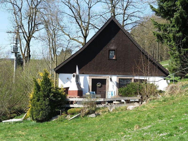 Holiday in an original Black Forest mill house with terrace and garden, aluguéis de temporada em St. Georgen im Schwarzwald