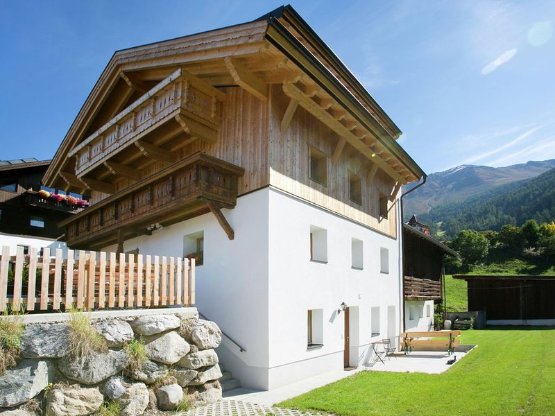 Cozy house not far from the ski area Fiss, Serfaus, Ladis., alquiler de vacaciones en Fendels