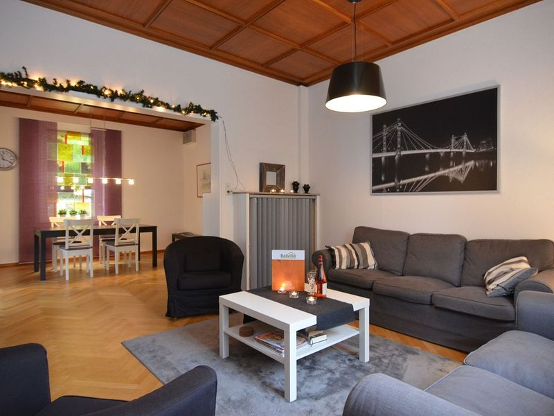 Large holiday home by Bad Pyrmont in Weser Uplands - balcony, terrace, garden, holiday rental in Bodenwerder