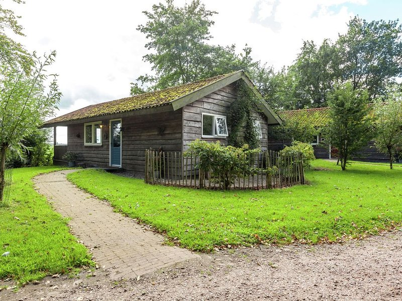Picturesque Holiday Home in Westergeest with Roof Terrace, Ferienwohnung in Warfstermolen