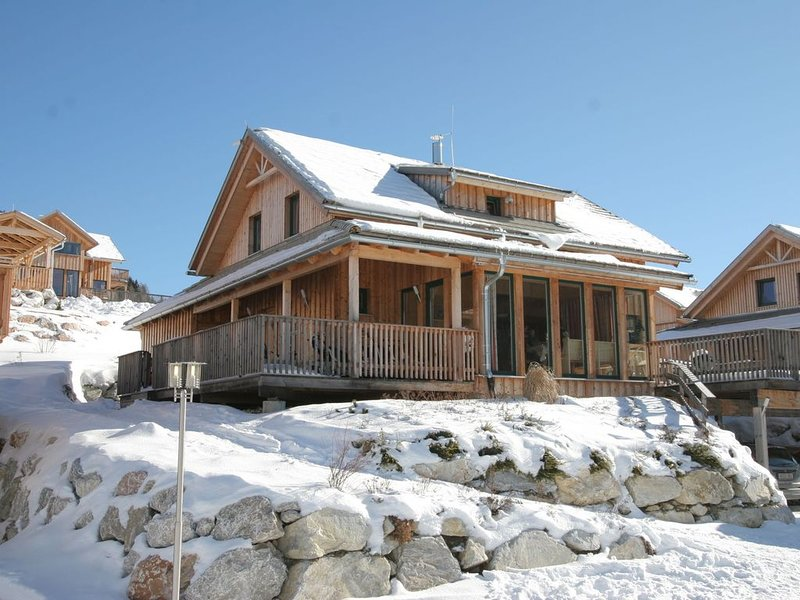 Luxury Chalet in Hohentauern with Panoramic Mountain Views, holiday rental in Spital am Pyhrn