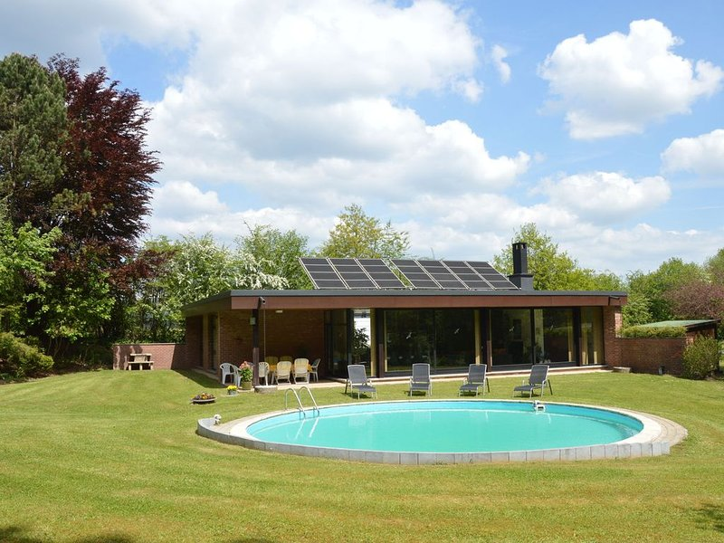 Luxury villa with swimming pool, close to the Formula 1 circuit of Francorchamps, location de vacances à Francorchamps