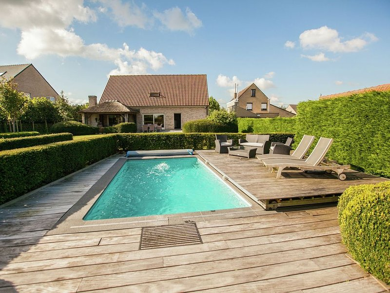 Classy Holiday Home in Aartrijke with Private Swimming Pool, holiday rental in Pittem