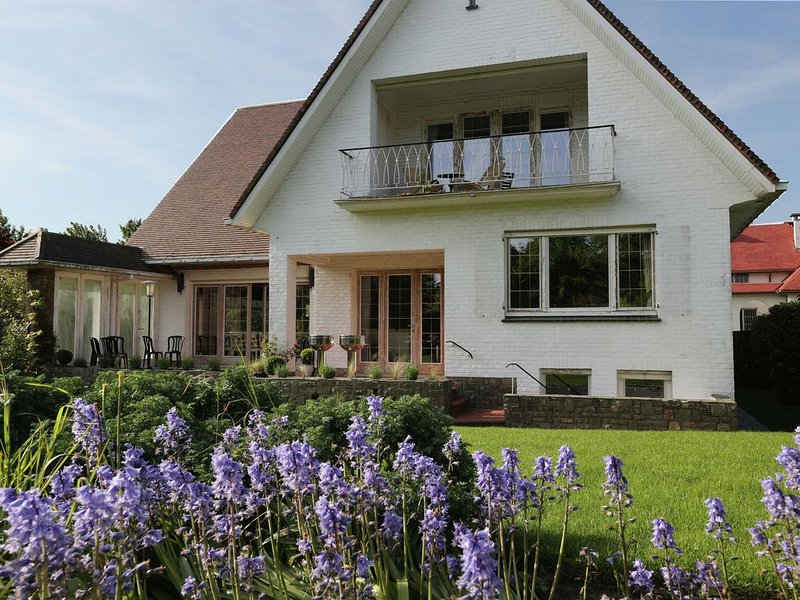 Stylish holiday house from the 1960s in West Flanders, 300 metres from the beac, holiday rental in Sint-Idesbald