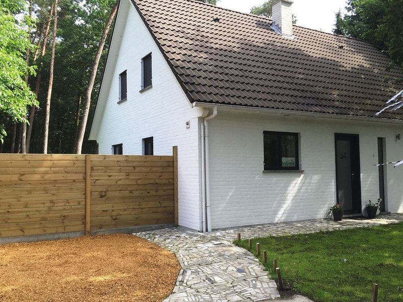 Modern Holiday Home In Brasschaat near Town Center, holiday rental in Malle