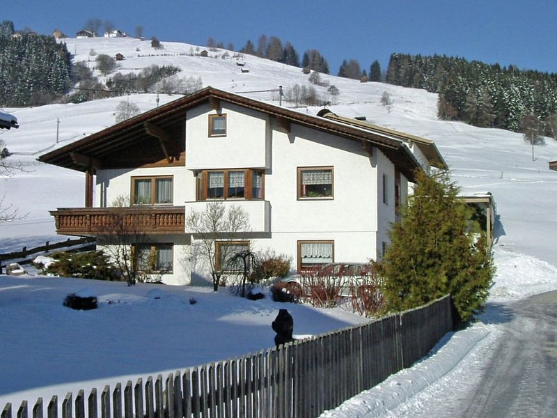 property in the middle of the stunning mountains and nature., holiday rental in Igls