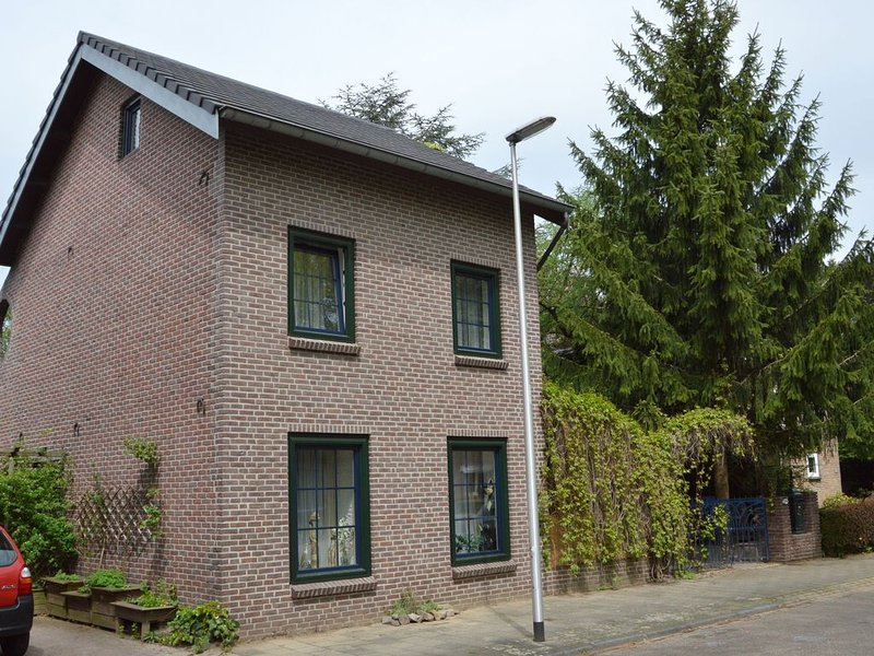Holiday home in a very quiet residential area of Heerlen, aluguéis de temporada em Stolberg