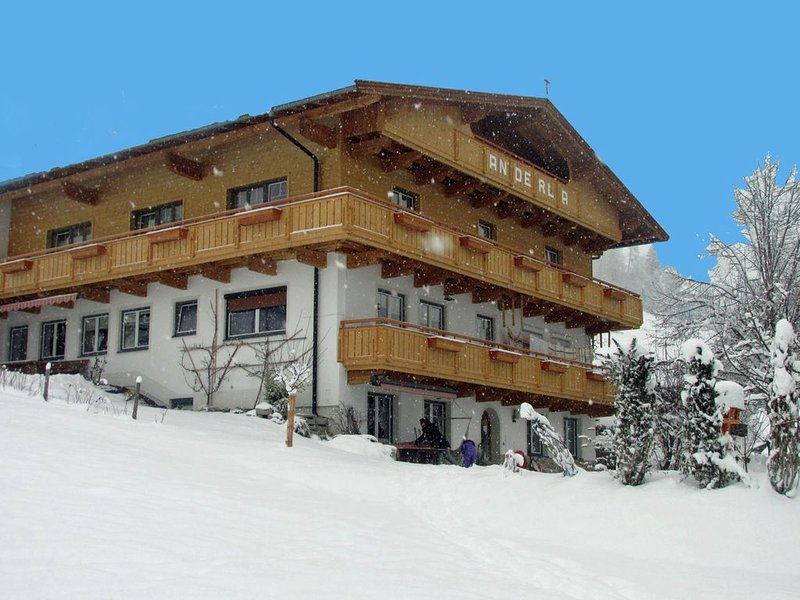 Spacious Apartment with Garden in Tyrol, location de vacances à Worgl