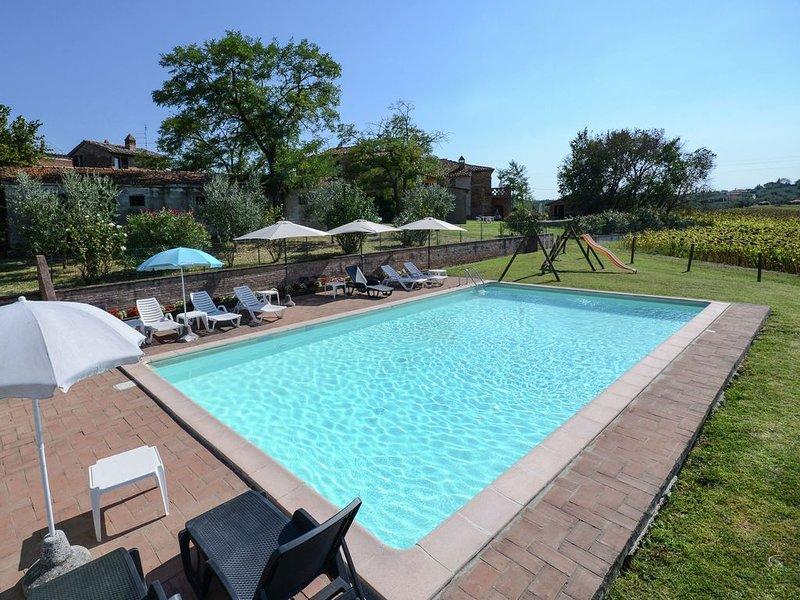 Rustic Farmhouse  Swimming Pool  Private Garden  2 Barbecues, Ferienwohnung in Casamaggiore