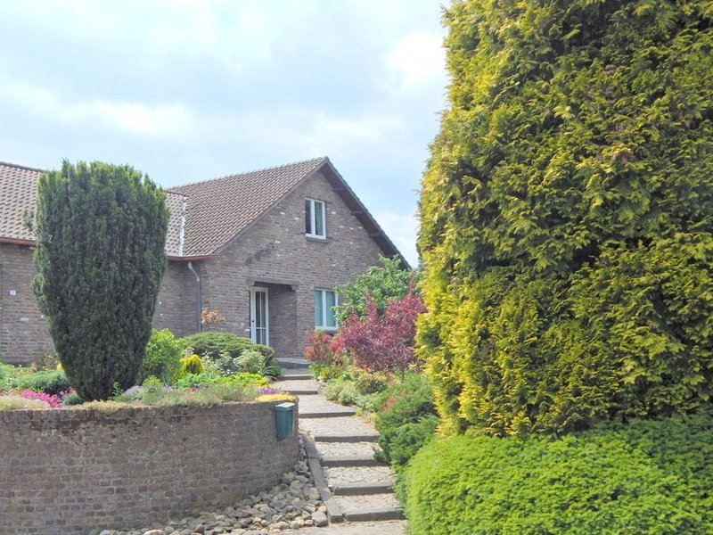 Comfortable holiday home in South Limburg with 2 bathrooms and swimming pool, vacation rental in Sittard