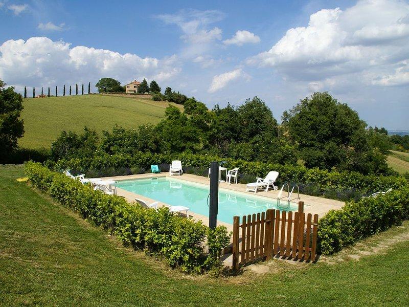 Modern Holiday Home in Treia with Pool, location de vacances à Appignano