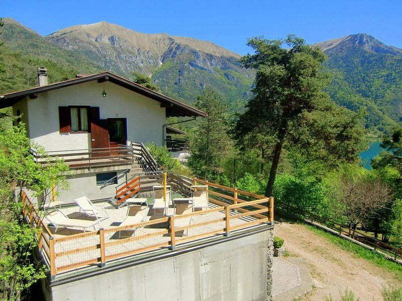Stunning Holiday Home in Pieve di Ledro near Lake Pur, vacation rental in Tiarno di Sopra