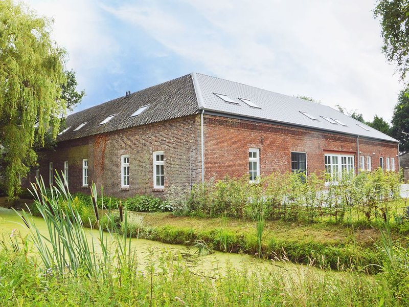 Luxurious, charming accommodation with en-suite bedrooms, sauna and recreation, holiday rental in Broekhuizen