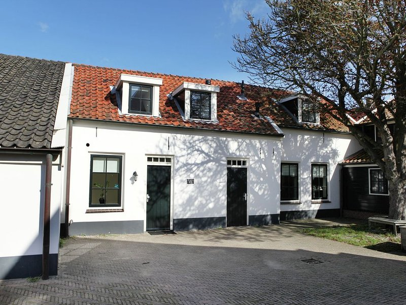 Farm house, only 150 meters of the beaches., casa vacanza a Noordwijk
