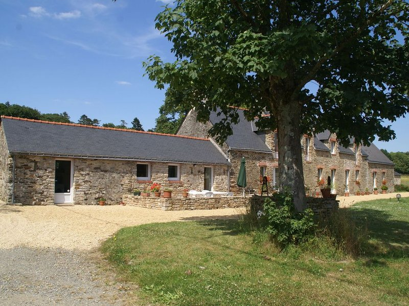 Spacious Holiday Home in Assérac with a Fenced Pond, aluguéis de temporada em Herbignac