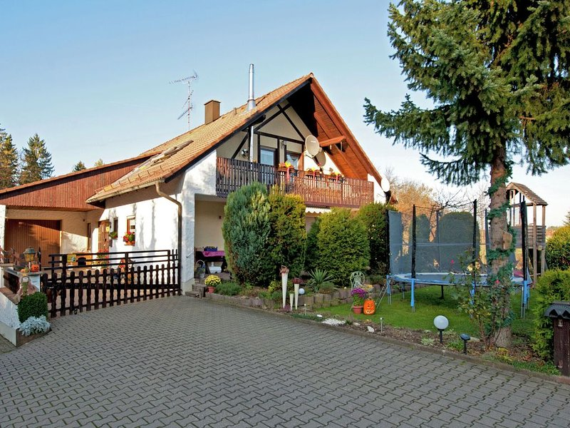 A holiday home for 2-4 people near the edge of a wood., location de vacances à Kunreuth