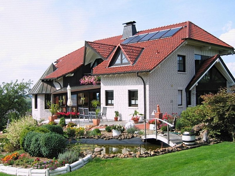 Holiday home with three bedrooms, south-facing terrace and a well maintained ou, holiday rental in Helminghausen