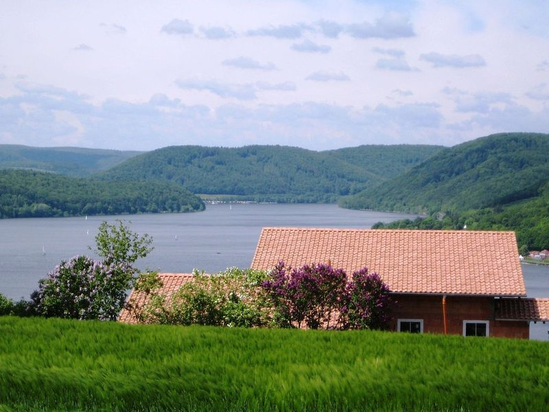 Large holiday home consisting of two units with a nice view of the Edersee, location de vacances à Hemfurth-Edersee