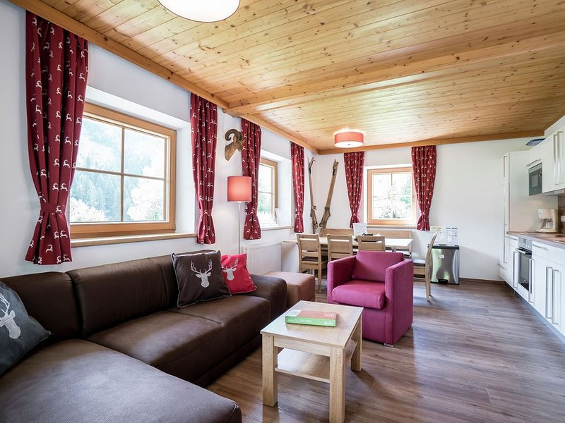 Luxuriously decorated apartment with a fantastic view and a spacious terrace, aluguéis de temporada em Saalbach-Hinterglemm