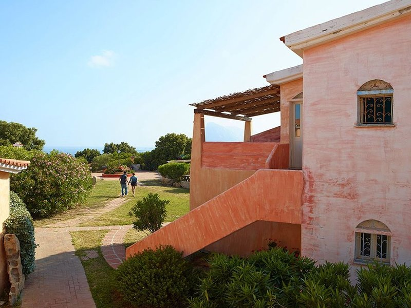 Studio in a nice resort with many facilities not far from sea and beach, vacation rental in Porto San Paolo
