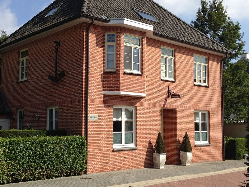Former bridgekeeper's house on beautiful cycling route and free WiFi, aluguéis de temporada em Lommel