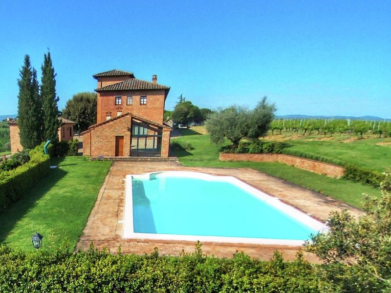 Beautiful Farmhouse in Montepulciano with Pool, holiday rental in Petrignano