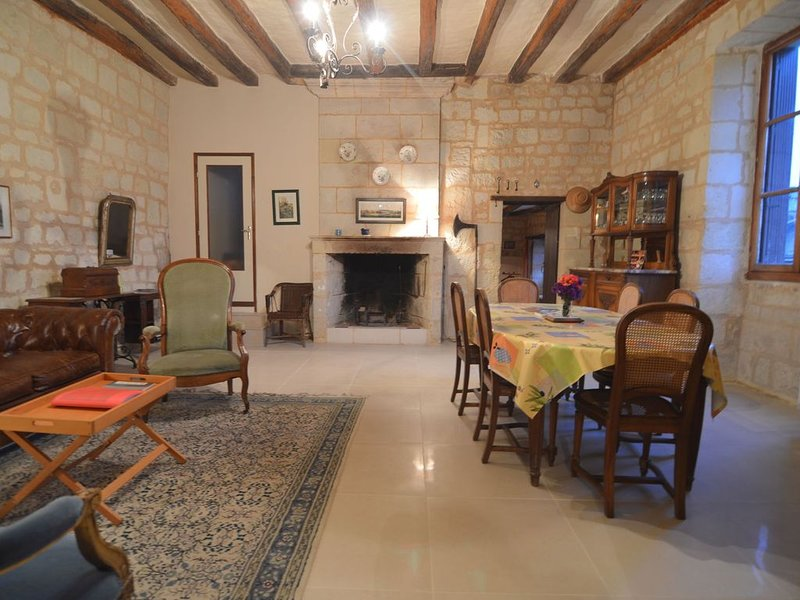 family home offering spacious living areas, vacation rental in Couziers