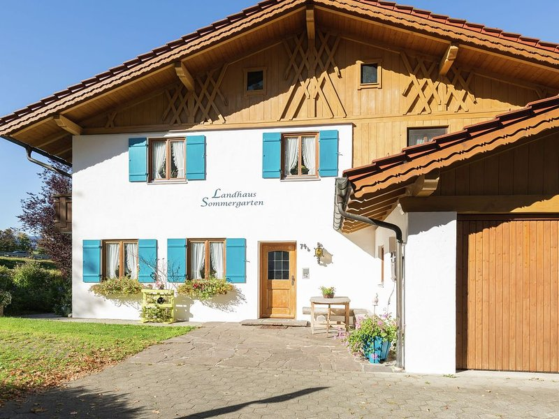 Holiday in the Ammergau Alps - garden, right by the lake, holiday rental in Rottenbuch