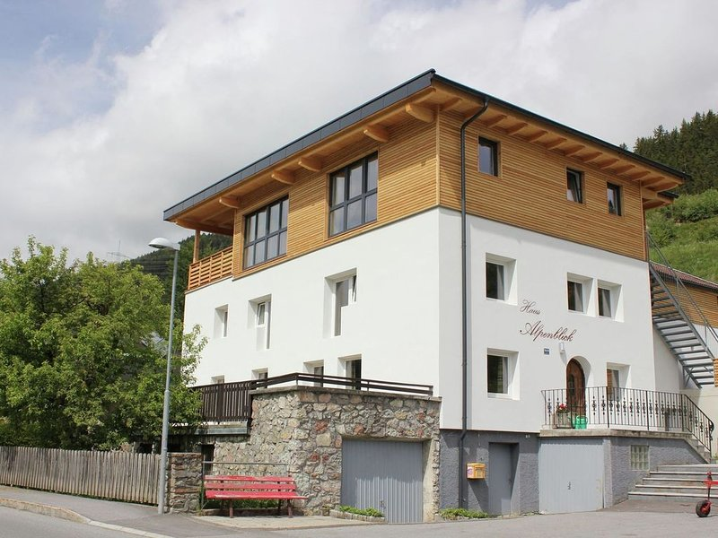 A detached holiday home with plenty of privacy., holiday rental in Arzl im Pitztal