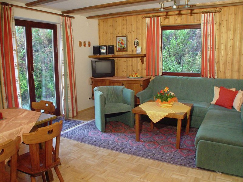 Alluring Apartment with Garden, Ski Storage, Sauna, Parking, holiday rental in Jenig