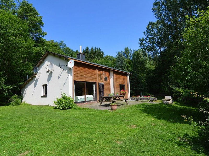 Intimate chalet, peacefully located, two fishing ponds., holiday rental in Bellevaux