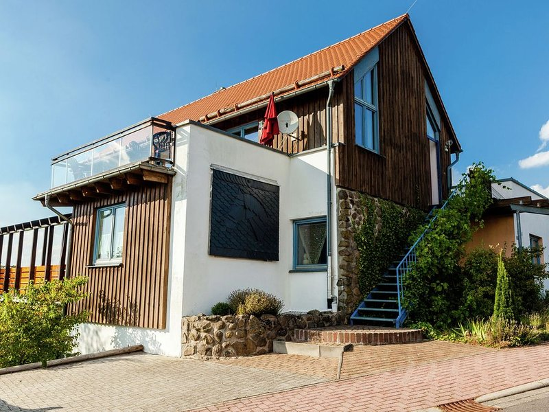 Detached 5 star holiday residence with all comforts and a wonderful panoramic v, casa vacanza a Kirchbracht