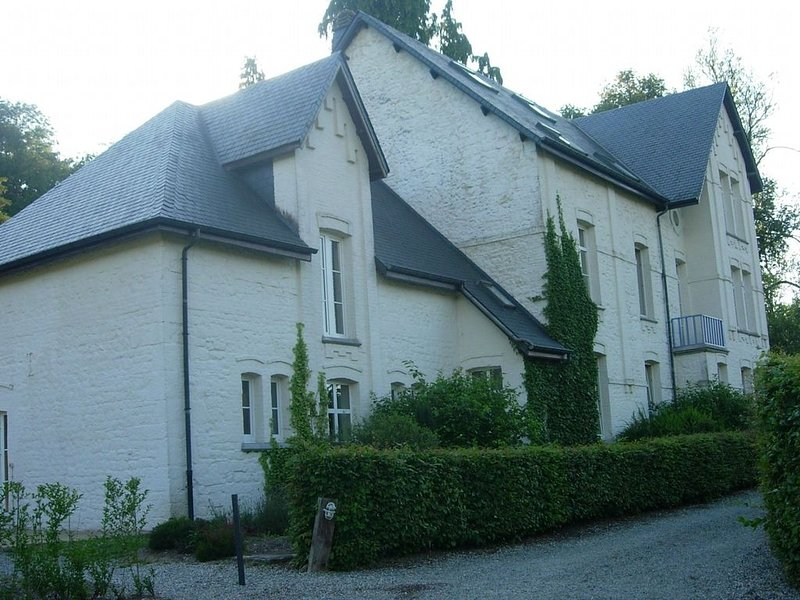 Quaint Holiday Home in Chimay with Garden, vacation rental in Eau d'Heure
