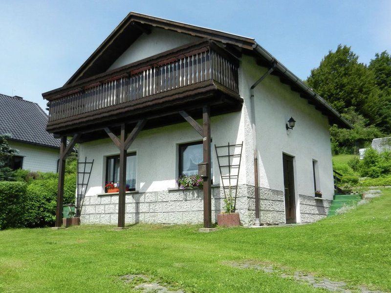 Detached house in in a quiet and sunny location in the Thuringian Forest, casa vacanza a Frauenwald