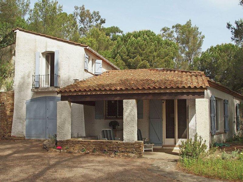 Spacious Villa near Sea in Cavalaire-sur-Mer, holiday rental in Cavalaire-Sur-Mer