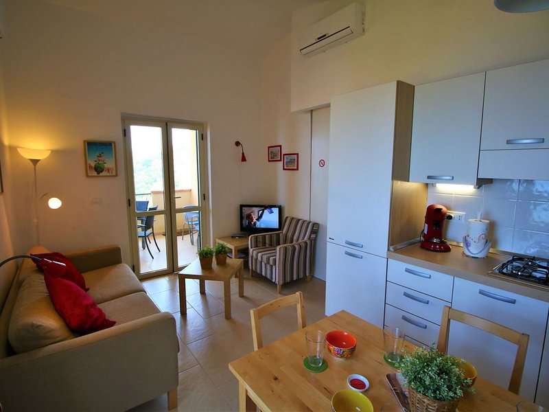 Cosy Holiday Home in Parghelia with Terrace, holiday rental in Parghelia