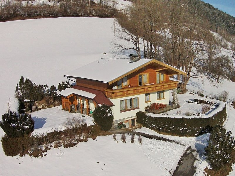 Spacious Chalet with Sauna in Piesendorf, holiday rental in Piesendorf