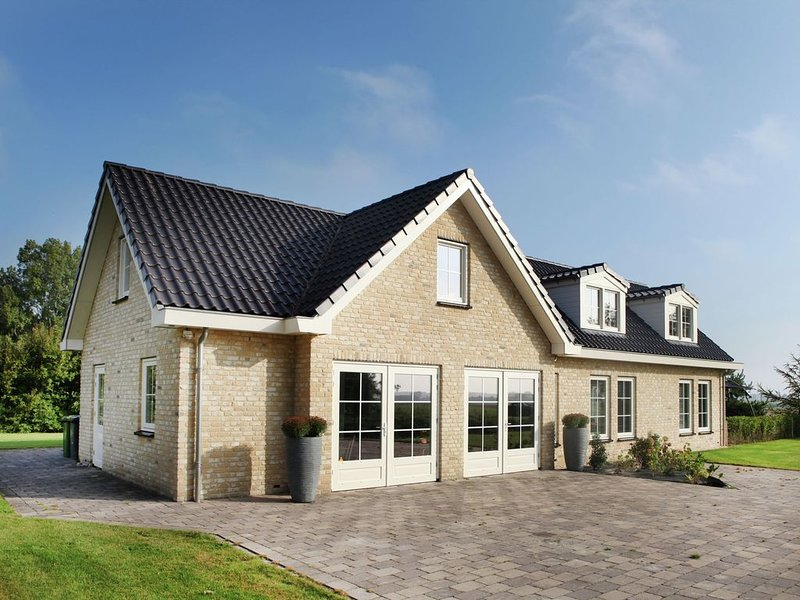 Spacious detached house, near the coast. Large garden, privacy, wifi, holiday rental in Schoorl