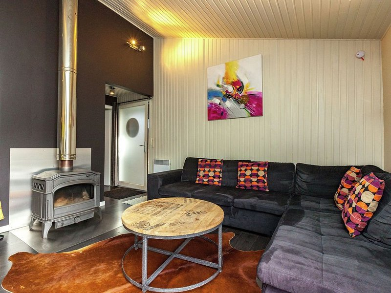 Luxurious Bungalow in Bullange with Jacuzzi, holiday rental in Wirtzfeld